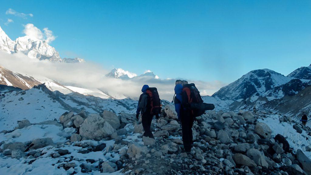 Trekkers hiking along the Annapurna circuit route