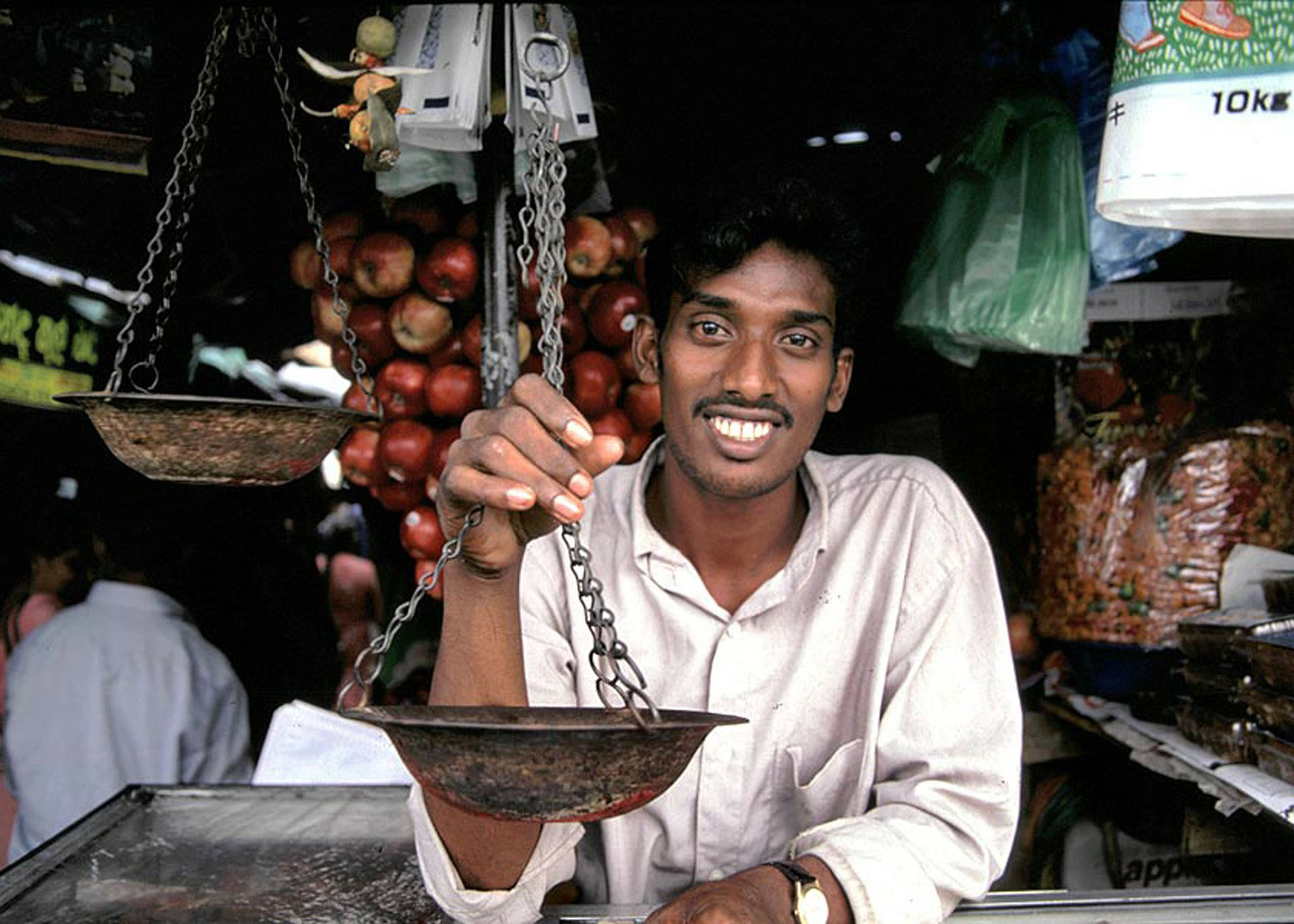 You will always find the Sri Lankan locals smiling!
