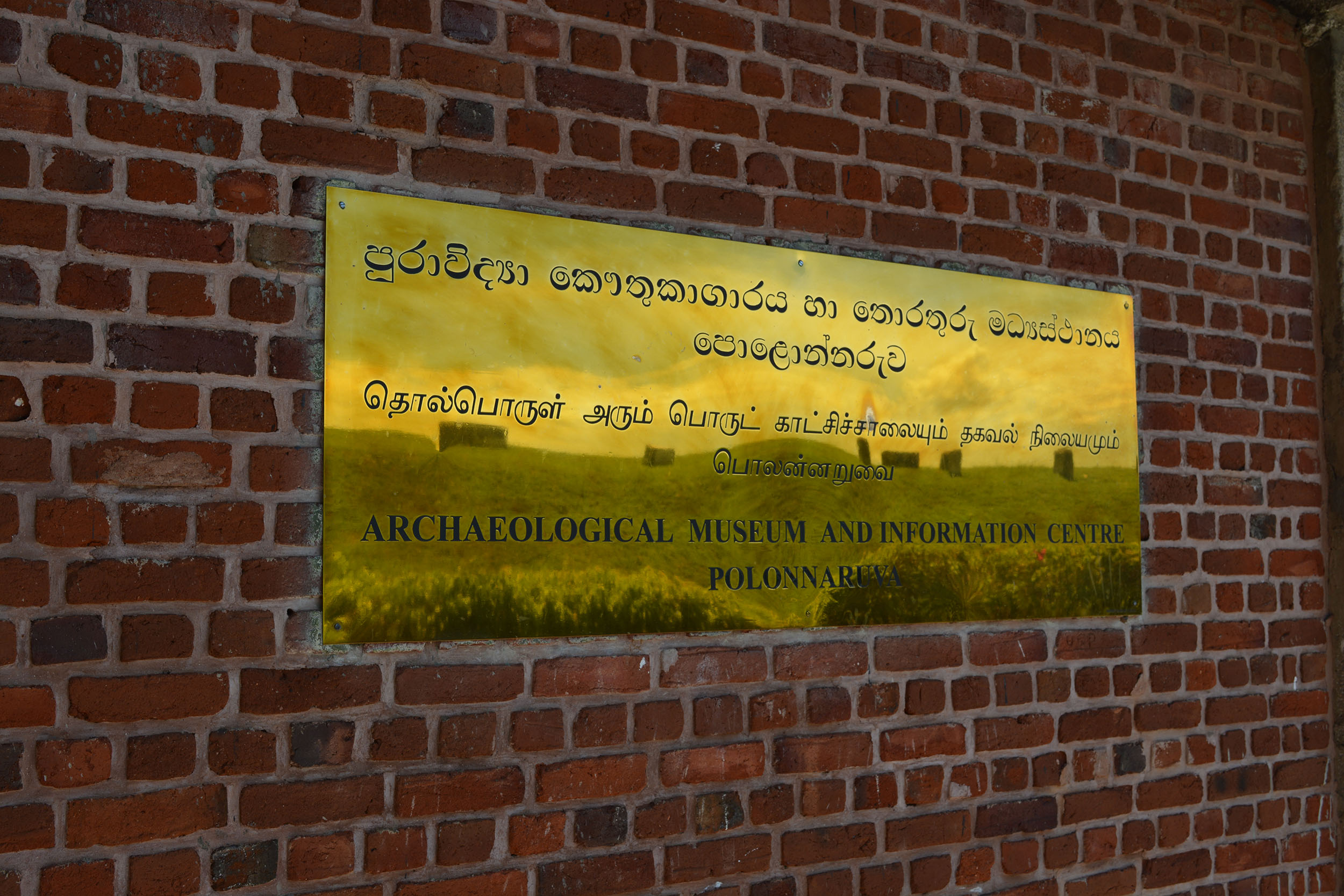 Three main languages in Sri Lanka - Sinhalese, Tamil and English
