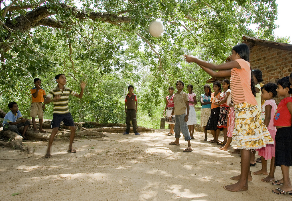 Sri Lankan children playing volleybal